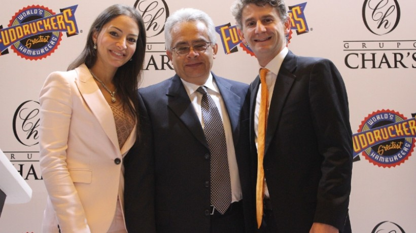 Daniel Nieves - Grupo Char's EVP, Lina Chaar - Grupo Char's Director and Peter Tropoli - Luby's, Inc. COO celebrate a partnership to bring Fuddruckers fast casual brand to Colombia at a recent press conference in South America. The event was also attended by Jeff Hamilton, Commercial Attache U.S. Embassy, Bogota, Colombia (PRNewsFoto/Fuddruckers)