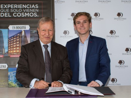 Richard Cajiao, Cosmos Group, and Juan Corvinos, Hilton Worldwide, sign agreement to open two DoubleTree by Hilton hotels in Bogota, Colombia. (Photo: Business Wire)