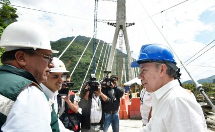 In November 2017, Colombian President Juan Manuel Santos visited the vast suspension bridge as it was nearing completion. (Photo credit: Presdencia de la República / César Carrión, SIG)