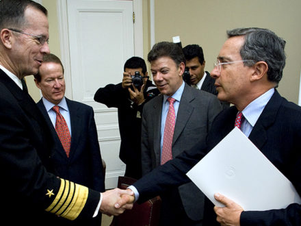 Photo: Before they were bitter political rivals, then-President Álvaro Uribe (right) and his then-Defense Minister Juan Manuel Santos (center) meet with U.S. officials in Washington. (Credit: U.S. Department of Defense)