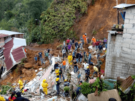 A dozen people, including four children, were killed yesterday by mudslides the struck the central Colombian town of Marquetalia in the middle of the night.