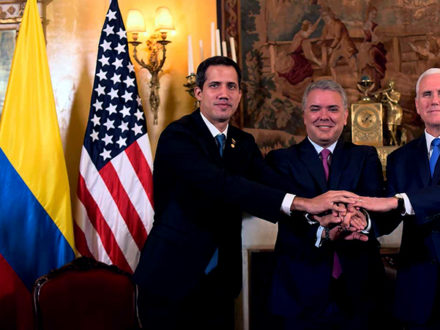 Photo: Venezuelan opposition leader Juan Guiadó, Colombian President Iván Duque, and U.S. Vice President Mike Pence pose for a photograph showing their solidarity in Bogotá beside the Venezuelan, Colombian, and U.S. flags. (Photo credit: Presidencia de la República)
