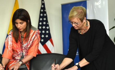 Photo courtesy US Embassy: Maria Victoria Angulo, Minister of Education of Colombia and Diane Jones, Principal Deputy Undersecretary for the U.S. Department of Education, signed the document benefiting the Afrocolombian population.