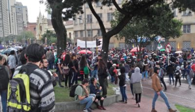 Protesters in the Colombian capital of Bogotá, Colombia: EEIM – CC BY-SA 4.0,