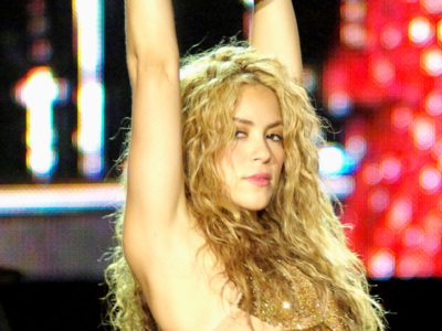 Shakira photo by Andres.Arranz Original uploaded to www.arteyfotografia.com as Shakira Rock in Rio 08 003 - http://www.arteyfotografia.com.ar/3786/fotos/220156/, CC BY 2.5 es, https://commons.wikimedia.org/w/index.php?curid=8620384