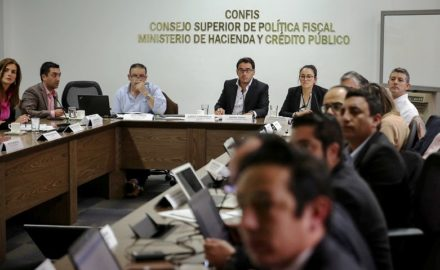 Colombia's meeting of the Superior Fiscal Policy Council of the Finance Ministry where suspension of the Fiscal Rule was approved. (photo: Minhacienda)